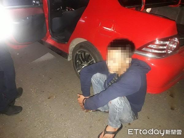 男子借錢還不了,竟在車上直播燒炭