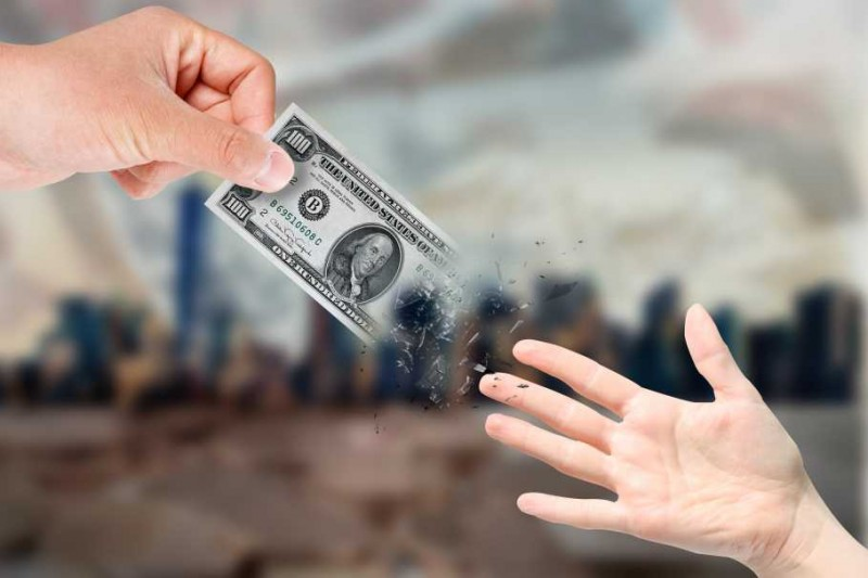 過半數的小學生曾借錢給朋友,如何教導孩子金錢觀
